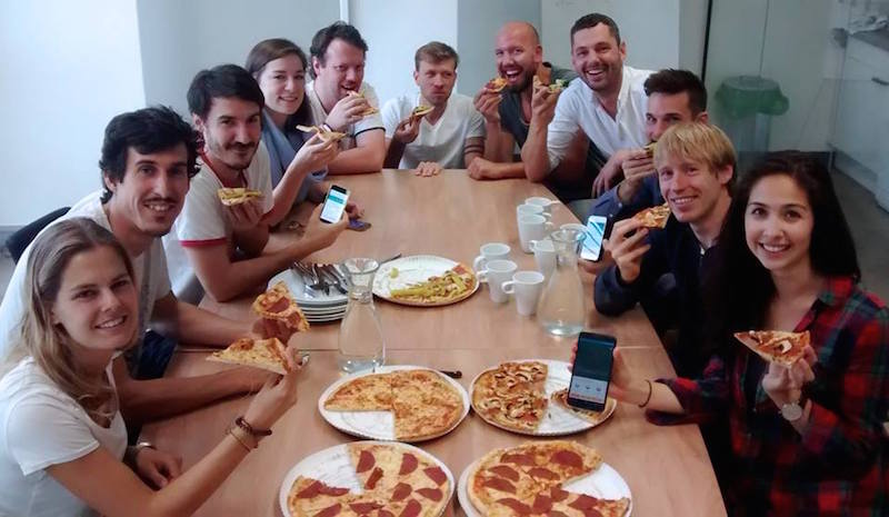 Foodie Apps Share the Meal group with pizza