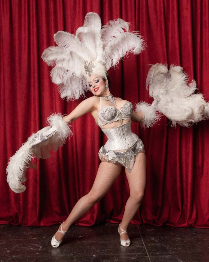 Dating burlesque dancer