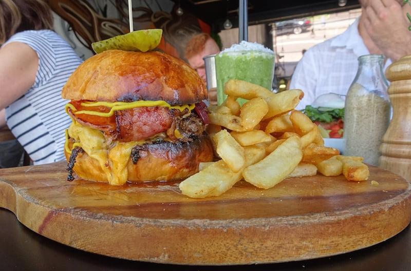 Contessa Balmain burger