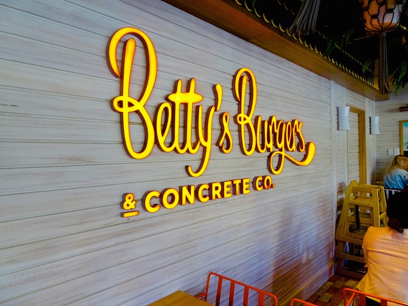 Betty's-Burgers-sign