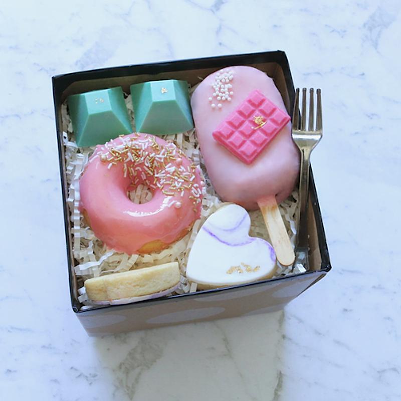 sweet vibes dessert box