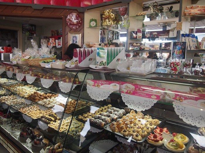 Flavourhood Tours - Trivelli Cakes