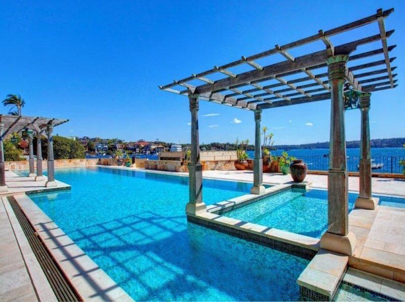 Vaucluse mansion pool