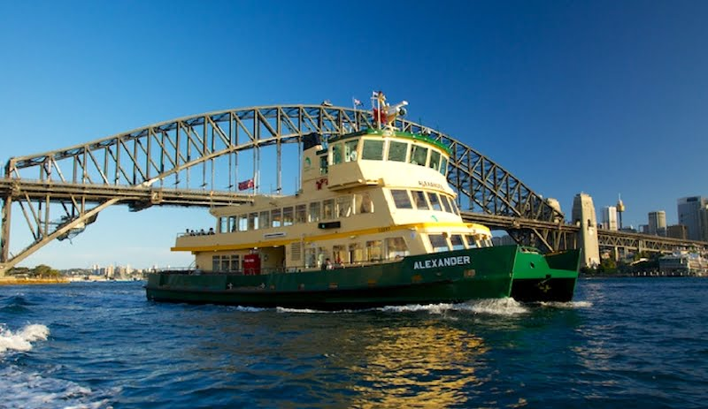 Ferry-on-Sydney-Harbour2