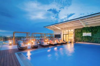 william-inglis-hotel-pool-rooftop
