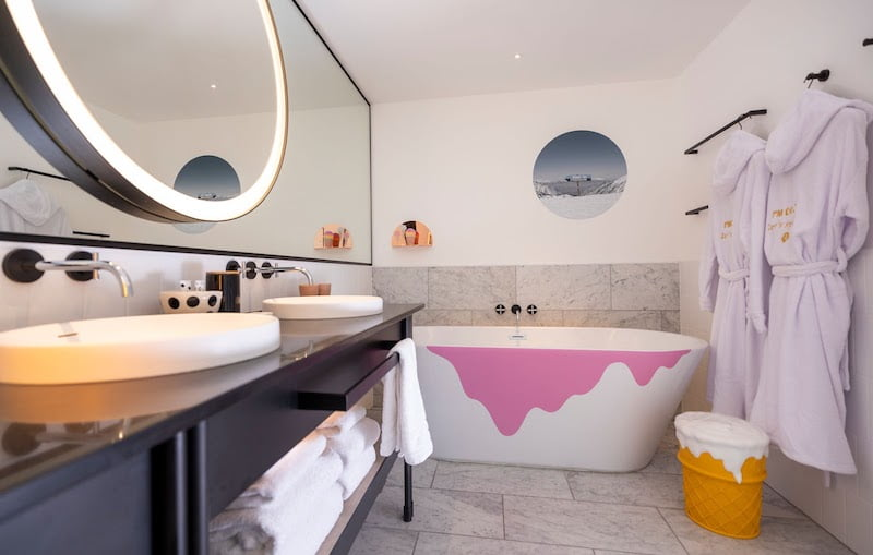 Halo Top Ski Lodge Bathroom